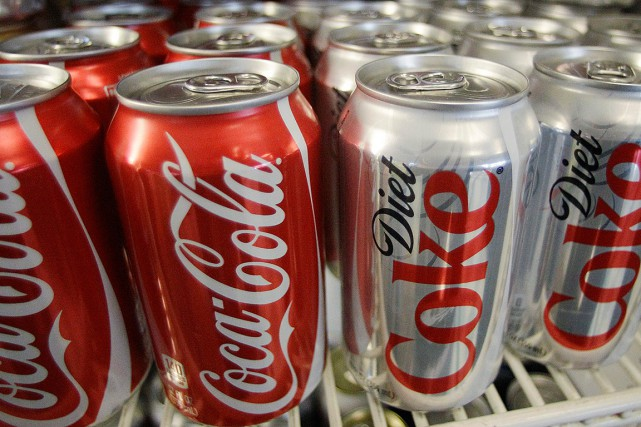 Les consommateurs réguliers de boissons gazeuses diètes sont... (ARCHIVES AP)