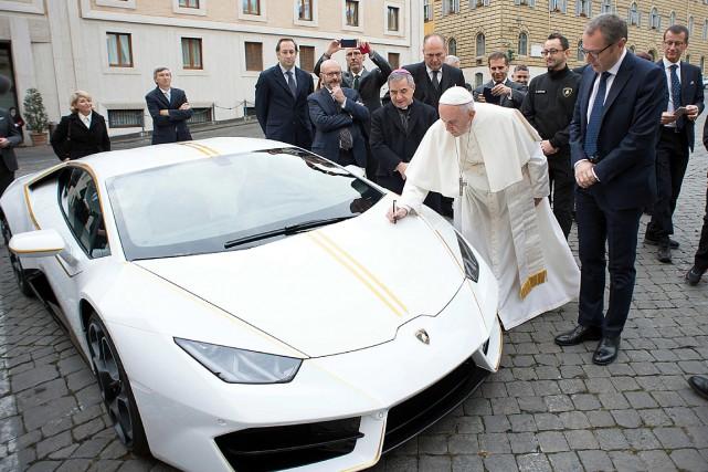 Le pape François avait été béni et signé... (PHOTO ARCHIVES L'OSSERVATORE ROMANO VIA AP)