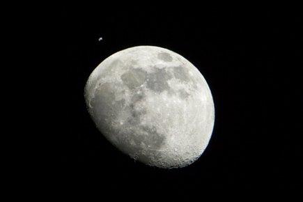 Il réclame la propriété de la Lune et est déclaré plaideur quérulent