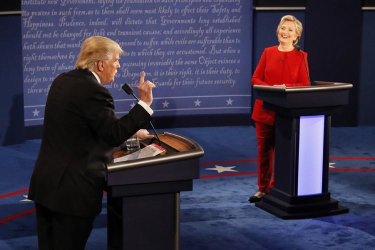 Trump et Clinton s'affrontent dans un débat musclé et tendu