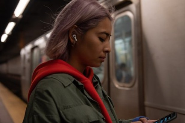 iPhone: AirPods Pro lifestyle apple