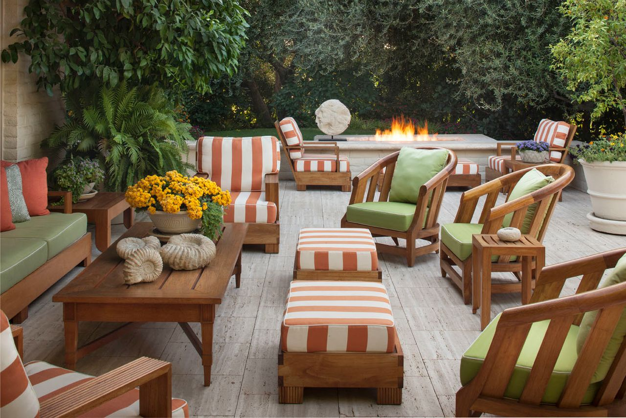 designing with outdoor lounge furniture