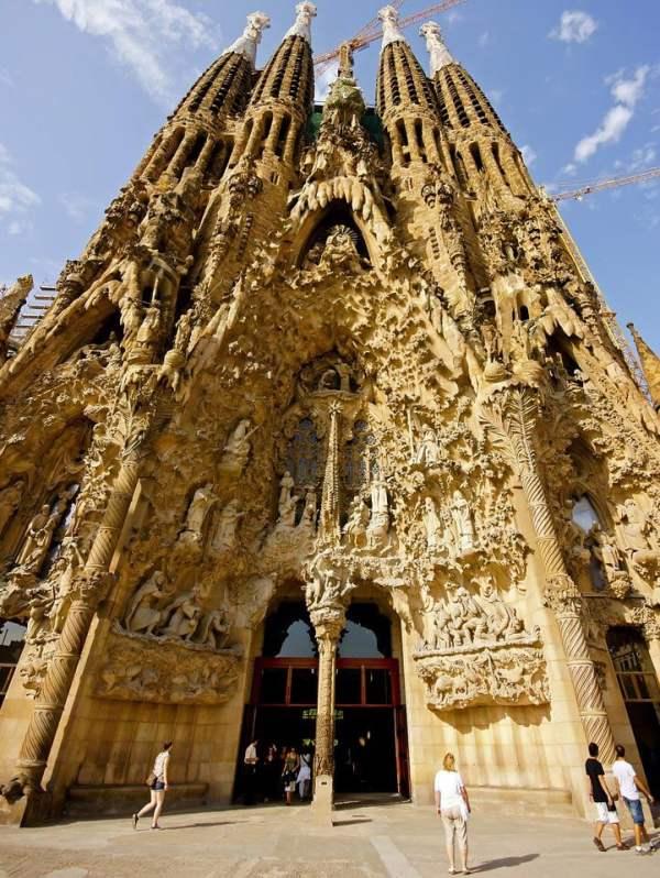 La Sagrada Familia Travel Information - Map, Facts ...