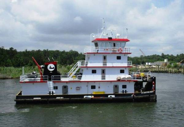 Master Marine Delivers Z-Drive Towboat To Marquette