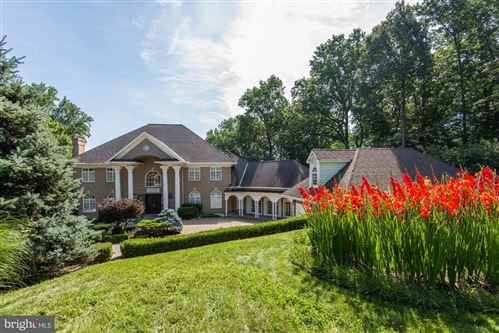 Photo of 703 POTOMAC KNOLLS DR, MCLEAN, VA 22102 (MLS # VAFX1172156)