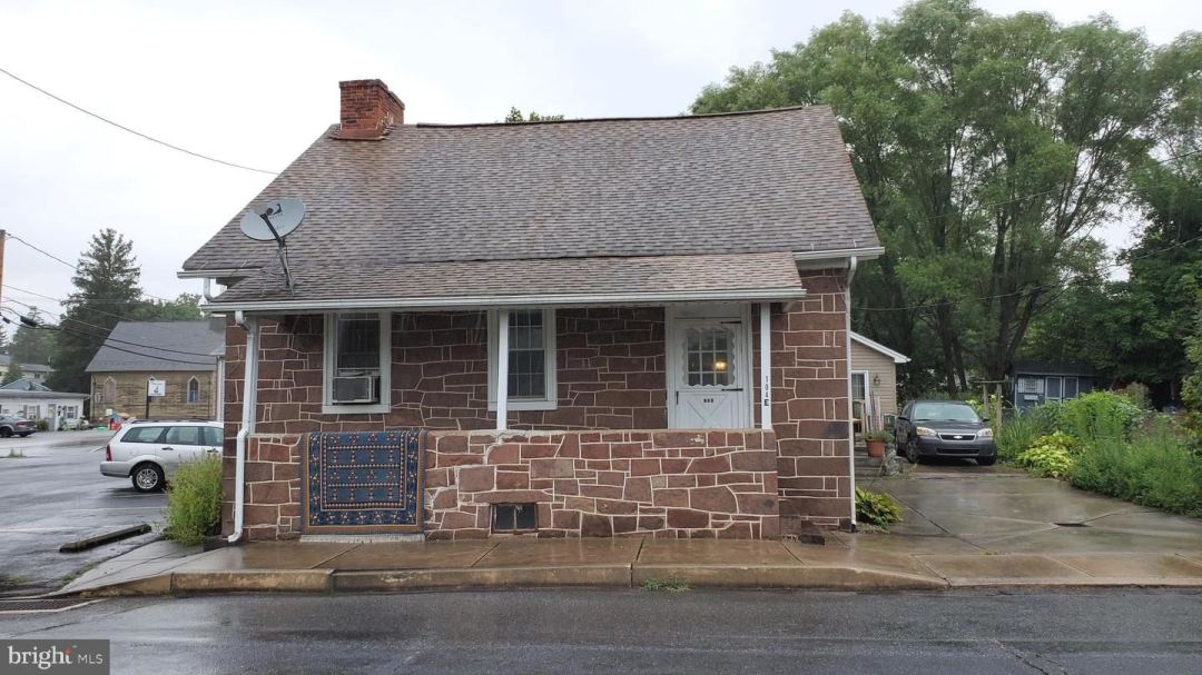 Photo for 104 E FRONT ST, LEWISBERRY, PA 17339 (MLS # PAYK149500)