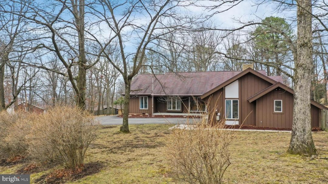 Photo for 612 CREST DR, CUMBERLAND, MD 21502 (MLS # MDAL133572)