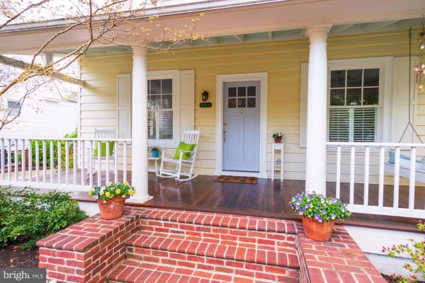 Photo of 6814 BROOKVILLE RD, CHEVY CHASE, MD 20815 (MLS # MDMC704702)