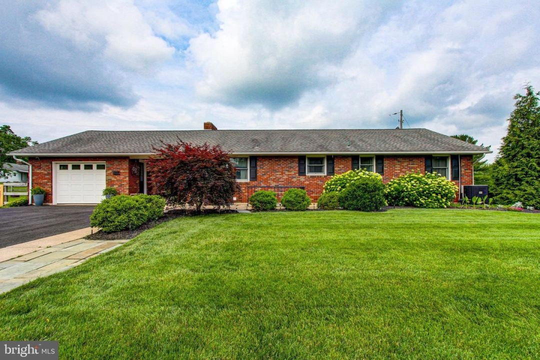 Photo for 204 JEFFERSON ST, RED HILL, PA 18076 (MLS # PAMC696702)