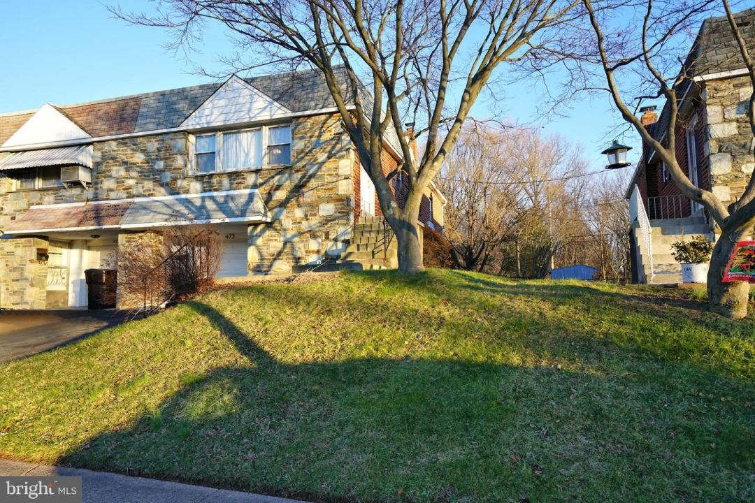 Photo for 473 FRANKLIN ST, LANSDALE, PA 19446 (MLS # PAMC679788)