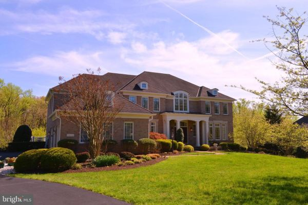 Photo of 11609 MEADOW RIDGE LN, GREAT FALLS, VA 22066 (MLS # VAFX1126806)