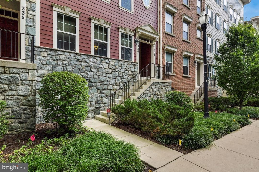 Photo for 326 PARK AVE #11, GAITHERSBURG, MD 20877 (MLS # MDMC717922)