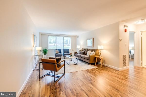 Photo of 4977 BATTERY LN #1-103, BETHESDA, MD 20814 (MLS # MDMC721954)
