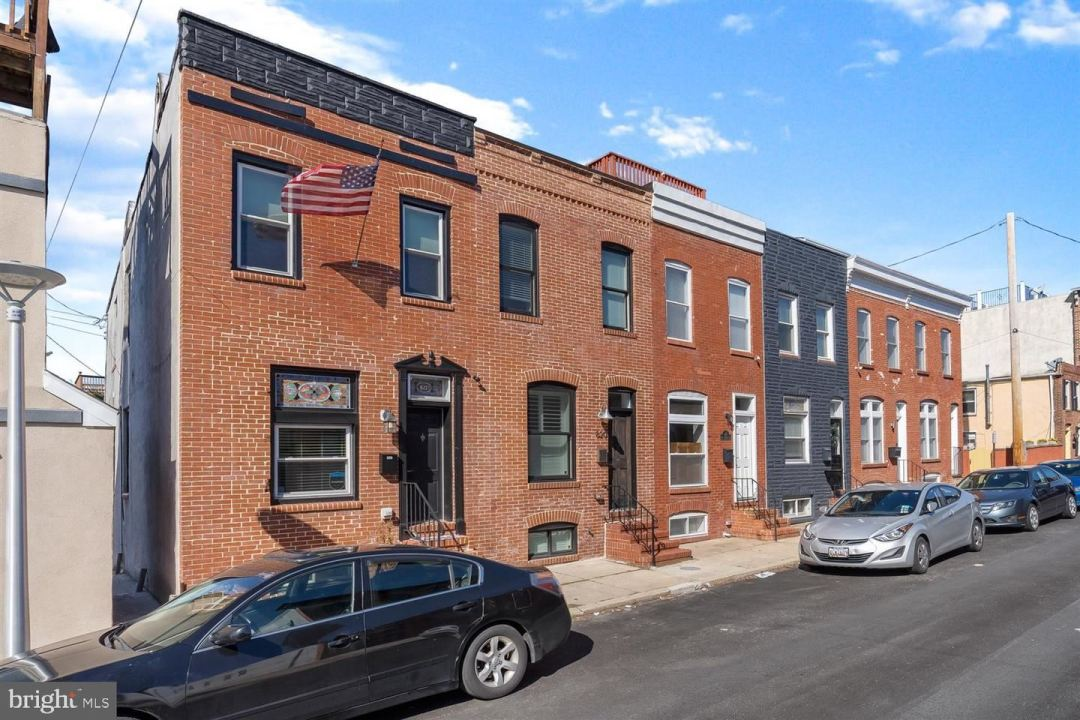 Photo of 822 S DECKER AVE, BALTIMORE, MD 21224 (MLS # MDBA541988)