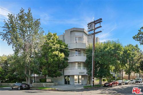 Photo of 15507 Moorpark Street, Encino, CA 91436 (MLS # 21776030)