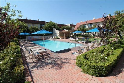 Photo of 6204 Shoup Avenue #1/2, Woodland Hills, CA 91367 (MLS # SR20194153)