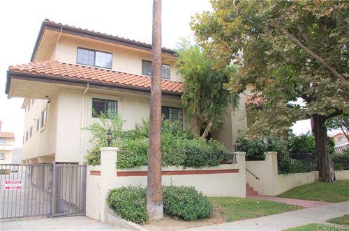 Photo of 6930 De Celis Place #40, Lake Balboa, CA 91406 (MLS # SR21183540)