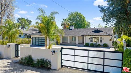 Photo of 22914 Calvert Street, Woodland Hills, CA 91367 (MLS # 21715560)