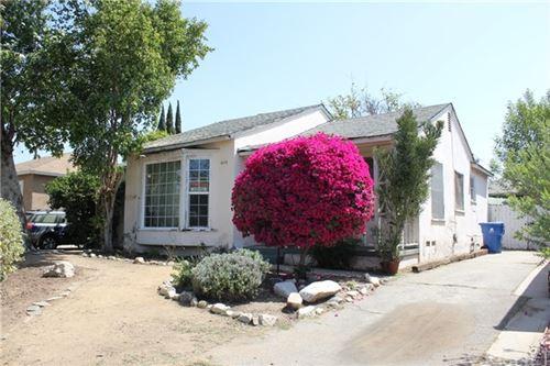 Photo of 6650 Mclennan Avenue, Lake Balboa, CA 91406 (MLS # SR21090837)