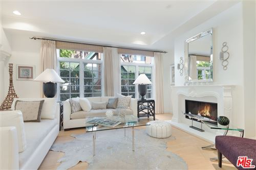 Photo of 202 N CRESCENT Drive #1, Beverly Hills, CA 90210 (MLS # 21781850)