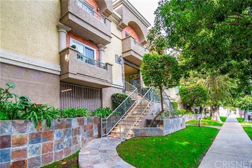Photo of 7045 Woodley Avenue #210, Lake Balboa, CA 91406 (MLS # SR20243903)