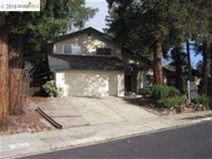 Photo of 894 SAINT JOHN CIR, CONCORD, CA 94518-2143 (MLS # 40846139)
