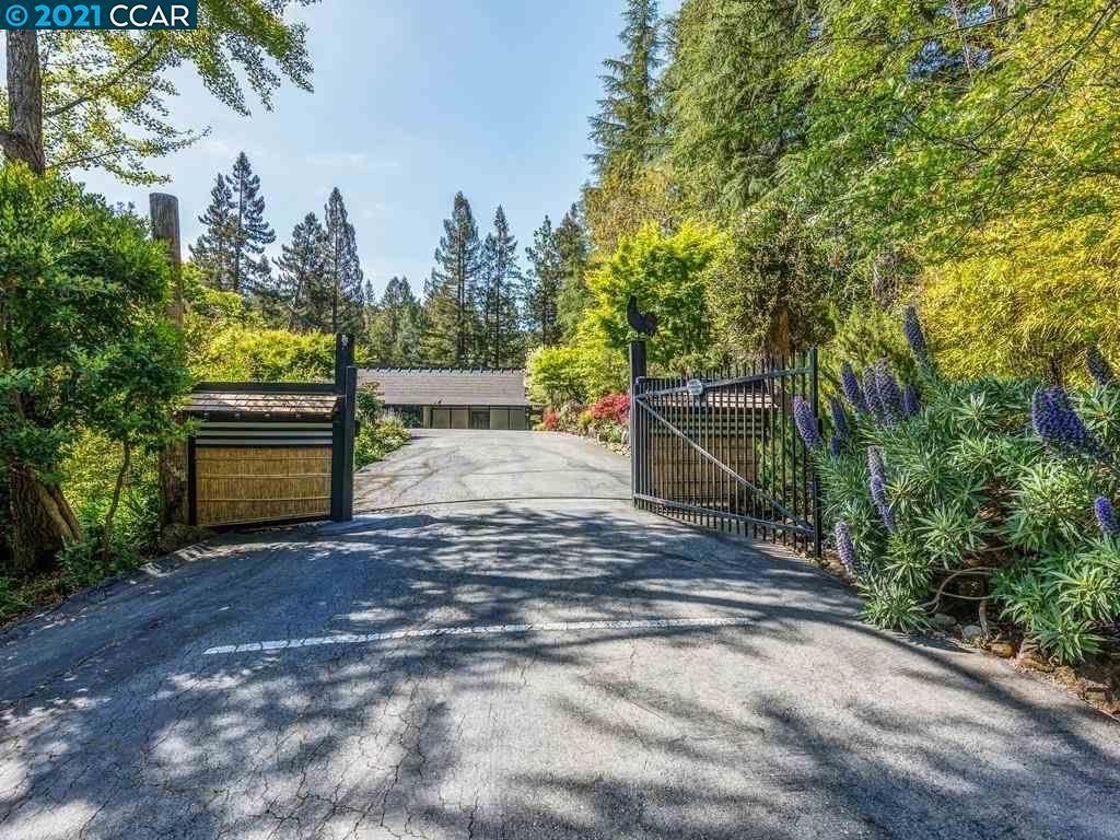 Photo of 7 Cricket Hill Rd, LAFAYETTE, CA 94549-2401 (MLS # 40958377)
