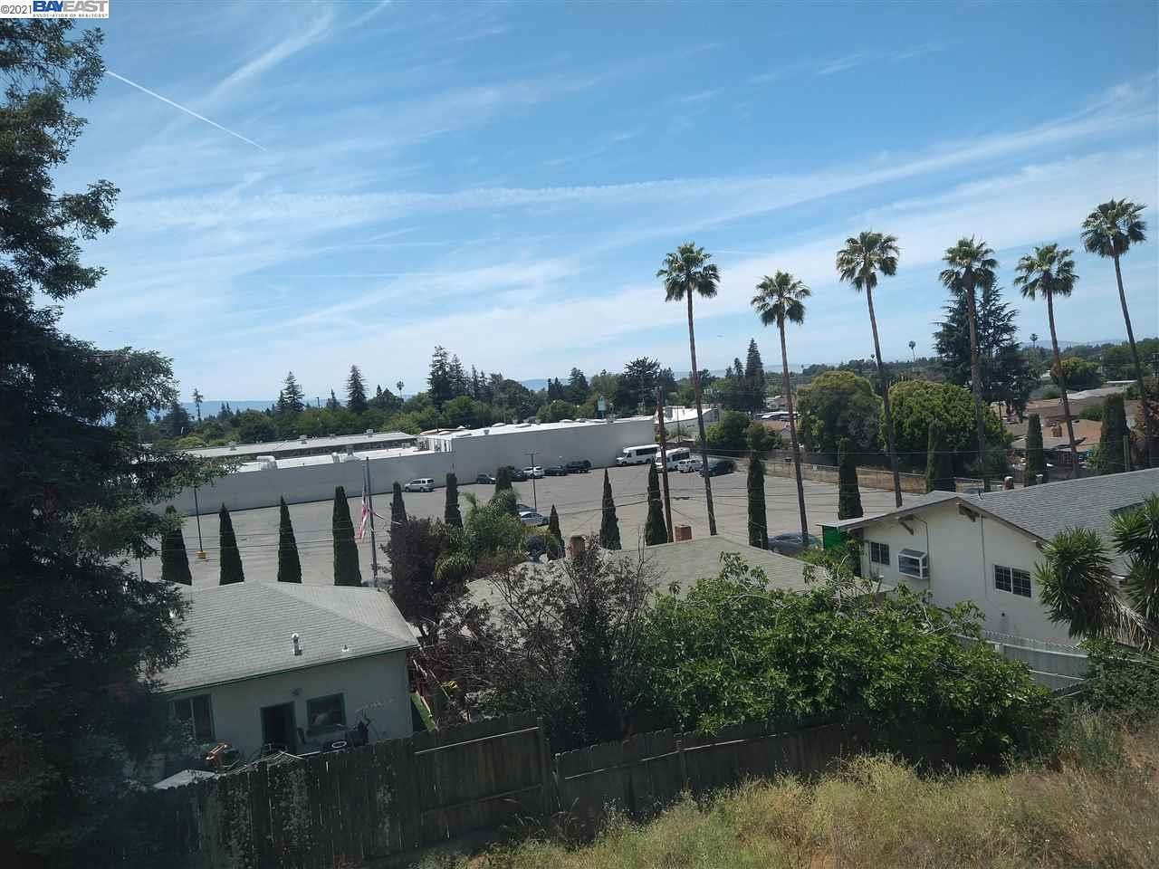 Photo of 1204 Scenic Way, HAYWARD, CA 94541 (MLS # 40954584)