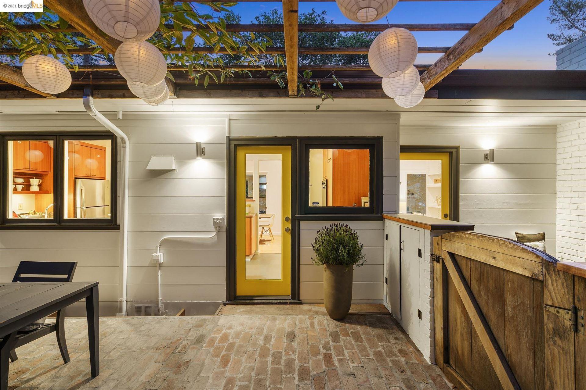 Photo of 5522 Estates Dr, OAKLAND, CA 94618 (MLS # 40968647)