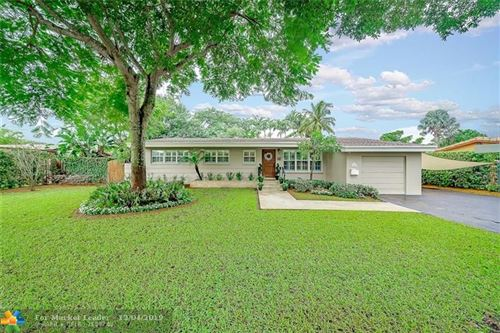 Photo of 841 Alamanda Ct, Plantation, FL 33317 (MLS # F10204207)