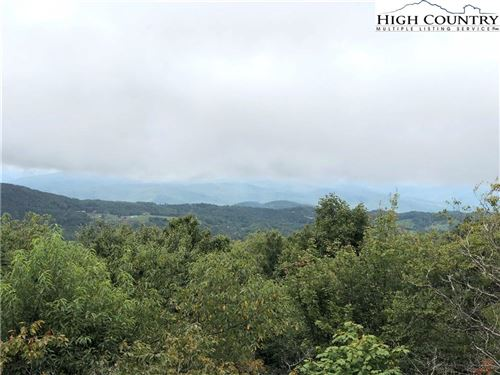 Photo of 320 N Pinnacle Ridge Road, Beech Mountain, NC 28604 (MLS # 224684)