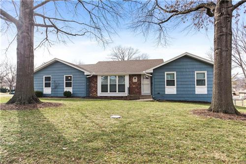 Photo of 1225 Queens Place, Kansas City, MO 64131 (MLS # 2207831)
