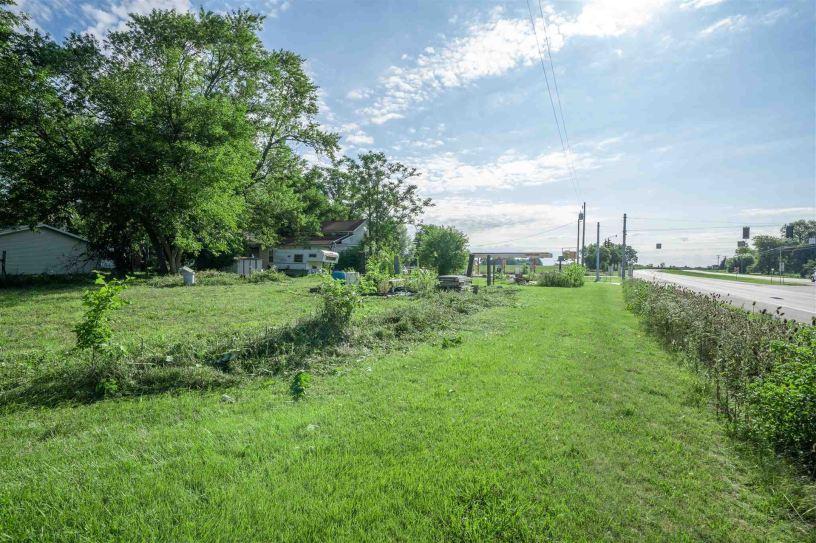 Photo of 1225 N St RD 5, Larwill, IN 46764 (MLS # 202031407)