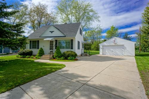 Photo of 534 Peters Dr, Waukesha, WI 53188 (MLS # 1690079)