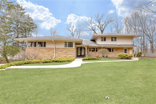 Photo of 4726 W Parkview Dr, Mequon, WI 53092 (MLS # 1674320)