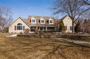 Photo of N32W23544 Fieldside Rd, Pewaukee, WI 53072 (MLS # 1626572)