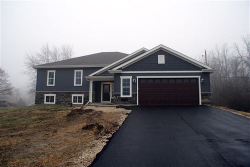 Photo of N71W17425 Fawn Ave, Menomonee Falls, WI 53051 (MLS # 1660574)