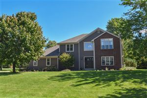Photo of 2366 Hillcrest Dr, Delafield, WI 53018 (MLS # 1651749)