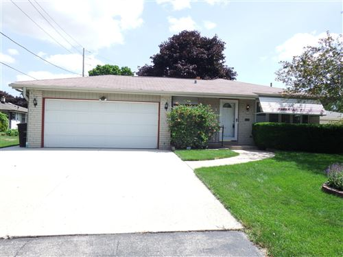 Photo of 4376 S Honey Creek Dr, Greenfield, WI 53220 (MLS # 1699855)