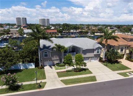 Photo of 5963 BAYVIEW CIRCLE S, GULFPORT, FL 33707 (MLS # U8054489)