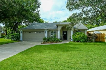 Photo for 2525 SOUTHERN OAK CIRCLE, CLEARWATER, FL 33764 (MLS # U8054844)