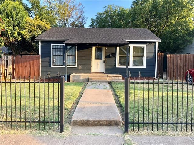 Photo for 1108 E Davis Avenue, Fort Worth, TX 76104 (MLS # 14163034)
