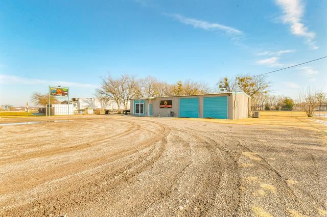 Photo for 1707 S Main Street, Cleburne, TX 76033 (MLS # 14499339)