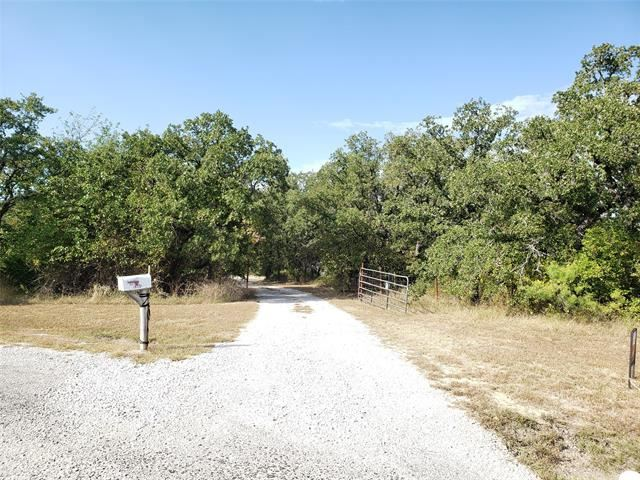 Photo for 194 County Road 3551, Paradise, TX 76073 (MLS # 14203386)