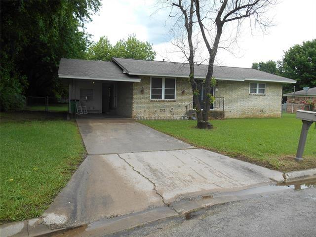 Photo for 422 Hillside Drive, Gainesville, TX 76240 (MLS # 14573434)