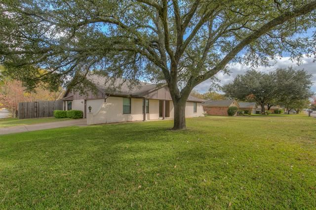 Photo for 1001 Hyde Park Boulevard, Cleburne, TX 76033 (MLS # 14473461)