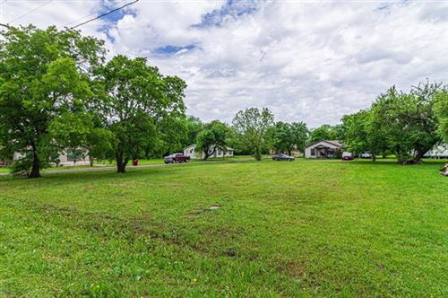 Photo of 901 13th, Honey Grove, TX 75446 (MLS # 14574544)