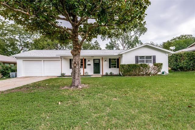 Photo for 7505 Maple Drive, North Richland Hills, TX 76180 (MLS # 14429587)