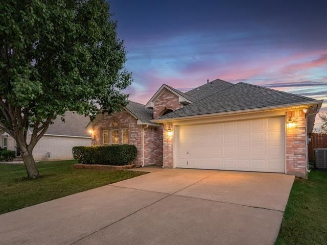Photo for 1320 Lyra Lane, Arlington, TX 76013 (MLS # 14671834)
