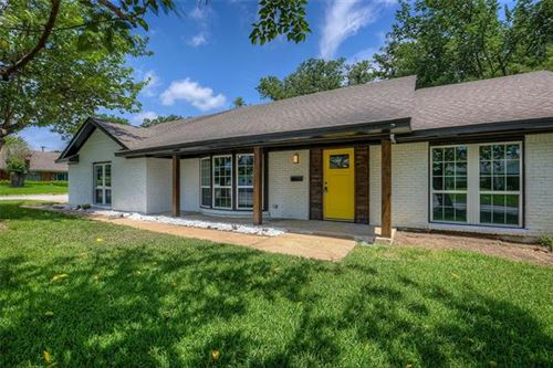 Photo of 3920 Wedgworth Road S, Fort Worth, TX 76133 (MLS # 14599949)